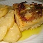 Receita de Bacalhau no forno em cama de cebola e batatas