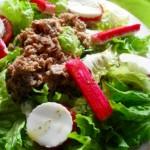 Salada de Almondegas, queijo e alface