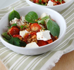 Receita de Cupulas de queijo com ervas, tomate e azeitonas