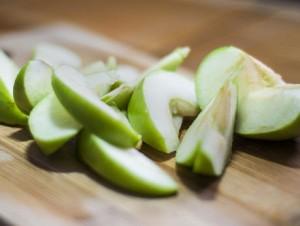 Receita de Maçãs Verdes com manjericão, ananás e passas