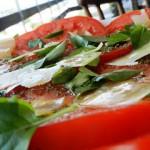 Receita de Salada de Tomate, Pão e Manjericão