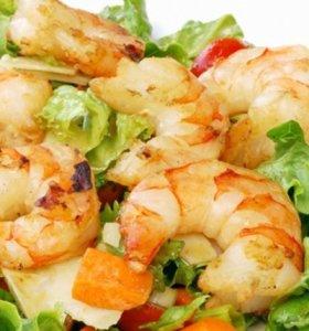 salada de camarao com coentros e milho