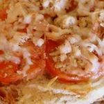tostinha de tomate e atum