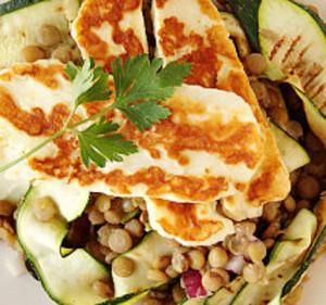 salada de ueijo com courgettes e lentilhas