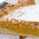 amendoa escondida em tarte humida coberta de neve