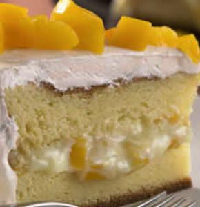 bolo de limao com calda de pessego