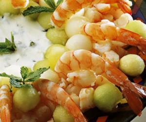 salada de camarao com frutos